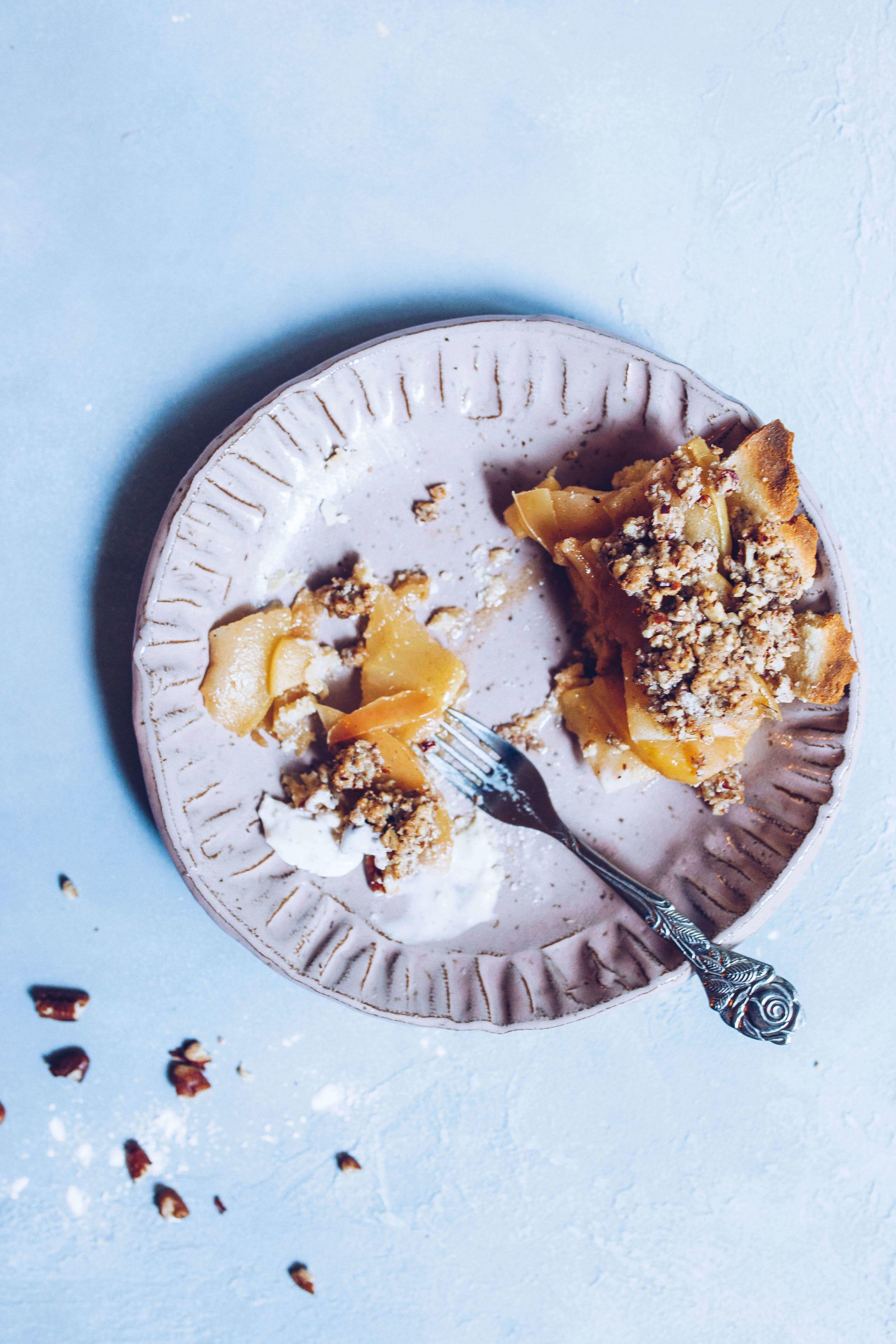 Paleo Maple Pecan Crumb Apple Pie via Food by Mars